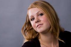 Die nette Blondine Lizenzfreies Stockfoto