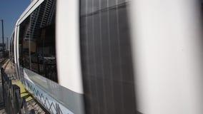 Die neue Dubai-Tram stock footage