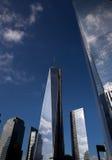 Die neue World Trade Center-Wolkenreflexion Stockfotografie