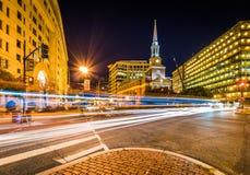 Die New- Yorkalleen-Presbyterianische Kirche in DC, nachts mit Lig lizenzfreie stockfotos