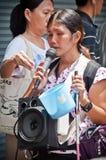 Die nicht identifizierte blinde Frau, die für singt, spenden Geld Lizenzfreies Stockbild