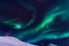 Die Nordlichter in den Bergen von Svalbard, Longyearbyen, Spitzbergen, Norwegen-Tapete Stockfoto