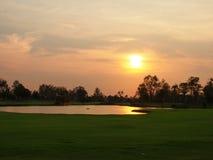 Die normale Natur im Alltagsleben, Sonnenuntergang auf dem Yard glättend Lizenzfreie Stockbilder