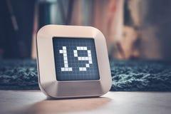 Die Nr. 19 auf einem Digital-Kalender, -thermostat oder -timer Lizenzfreies Stockbild
