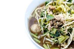 Die Nudel, thailändische Nudel, thailändisches Nudelfleisch Thailändische Nudel verdünnen Linie Stockfotos