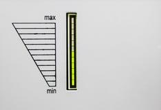 Die Oberfläche der Ausrüstung mit grünem geführtem Indikator und der Skala von der Minute zu maximalem Skala der Last Wechselstro Lizenzfreie Stockbilder