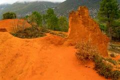 Die ockerhaltigen Steinbrüche von Rustrel Frankreich Stockfotos