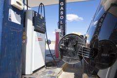 Die offene Gaskappe bereiten für wieder tanken vor Stockfoto