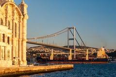 Die Ortakoy-Moschee in Istanbul stockbilder