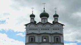 Die orthodoxe Kirche der Frauen mit grünen Hauben stock video