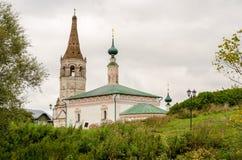 Die orthodoxe Kirche und der Glockenturm in Suzdal Stockfoto