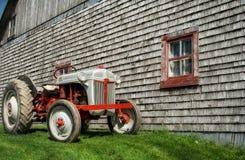 Die oude kleine tractor Royalty-vrije Stock Afbeelding