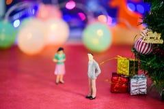 Die Paare brachen oben und fühlten sich am Weihnachtstag auf bokeh deprimiert Lizenzfreie Stockfotografie
