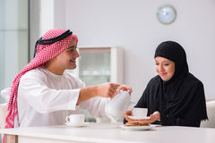 Die Paare des arabischen Mannes und der Frau Stockfotografie