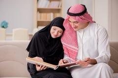 Die Paare des arabischen Mannes und der Frau Lizenzfreie Stockfotografie