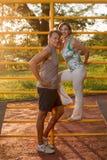 Die Paare, die nach sich entspannen, arbeiten aus Stockfoto