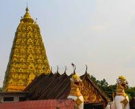 Die Pagode golden und Statue golden Lizenzfreies Stockbild