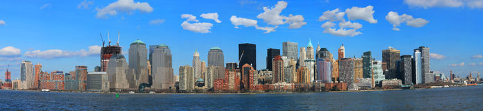 Die Panorama-Ansicht der Lower Manhattan-Skyline Lizenzfreie Stockfotos