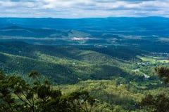 Die panoramische Landschaftslandschaftsansicht über mountainse in Toowoomba, Australien lizenzfreie stockfotografie