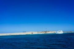 Die Paradies-Insel nahe Hurghada lizenzfreie stockfotos