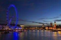 Die Parlamentsgebäude Big Ben und das London-Auge Lizenzfreie Stockfotos