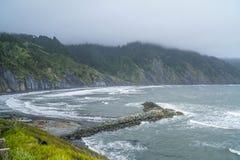 Die pazifische Küstenlinie der Schutz-Bucht Kalifornien - SCHUTZ-BUCHT - KALIFORNIEN - 17. April 2017 Stockfoto