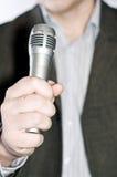 Die Person mit einem Mikrofon Stockfotos