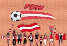 Die peruanischen Fußballfane, die mit Peru zujubeln, kennzeichnen Farben in vorderem O lizenzfreie abbildung