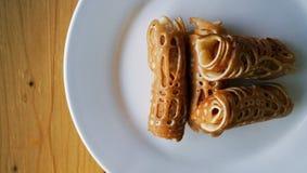 Die Pfannkuchen und die Wurstrollen Stockfotografie