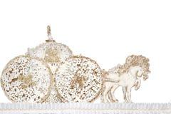 Die Pferdewarenkörbe, die vom Zucker hergestellt werden, kleben Marzipanhintergrundgold stockfotos