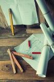 Die Pläne und die Werkzeuge des Tischlers Lizenzfreies Stockfoto