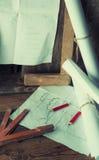 Die Pläne und die Werkzeuge des Tischlers Stockbild