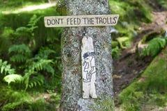 Die Platte: Don-` t Zufuhr die Schleppangeln im Wald in Norwegen stockbild