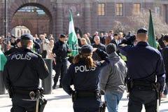 Die Polizei an einer Sammlung in der Stadt Stockfoto