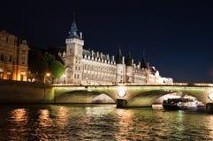 Die Pont Au Änderung spät nachts. Paris. lizenzfreies stockfoto