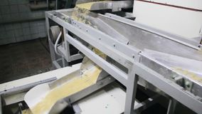 Die Produktion von Teigwaren stock footage