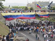 Die Protestierender, die im Falle teilnehmen, nannten die Mutter aller Proteste in Venezuela gegen Nicolas Maduro-Regierung 2017 lizenzfreie stockbilder