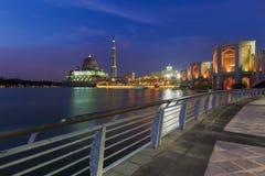 Die Putrajaya-Moschee, Kuala Lumpur, Malaysia nachts lizenzfreies stockfoto