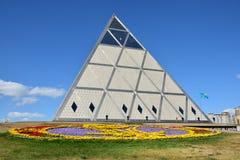 Die Pyramide in Astana/in Kasachstan lizenzfreies stockfoto