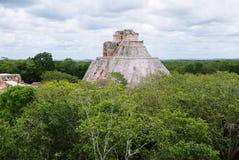 Die Pyramide des Magiers in Uxmal, Yucatan, Mexiko Lizenzfreie Stockbilder