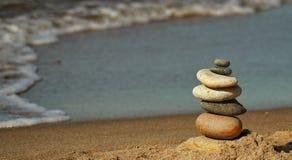 Die Pyramide des Strandes der Ostsee lizenzfreie stockfotos