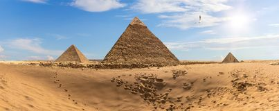 Die Pyramiden von Ägypten in der Wüste, Panorama stockbild