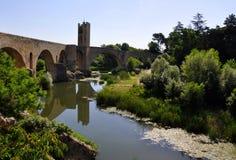 Die römische Brücke, Besalu, Spanien Stockbild