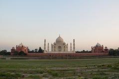 Die Rückseite des Taj Mahals bei Sonnenuntergang lizenzfreie stockbilder