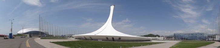 die Rücksortierung beim Schwarzen Meer Olympisches Dorf fackel Panorama Stockfotos