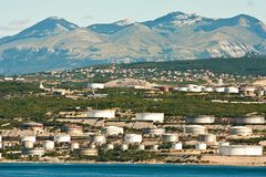 Die Raffinerie nahe Rijeka stockbild