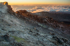 Die rauchenden Fumarolen am Berg Pico del Teide, Teneriffa stockbilder