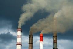 Die rauchenden Schlote der Energie Stockfotografie