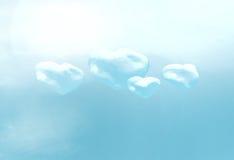 Die realistischen Herzen des Bildes vier hat Wolken in der Dunkelheit erzeugt Lizenzfreie Stockbilder