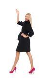Die recht blonde Frau im schwarzen Mantel lokalisiert auf Weiß Lizenzfreie Stockfotos